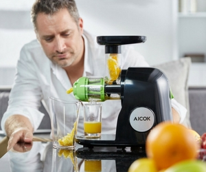 Aicok Slow Masticating Juice Extractor Review - Juicing Operation